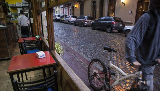 Uno de los cafés típicos de San Telmo, en Buenos Aires. / RICARDO CEPPI
