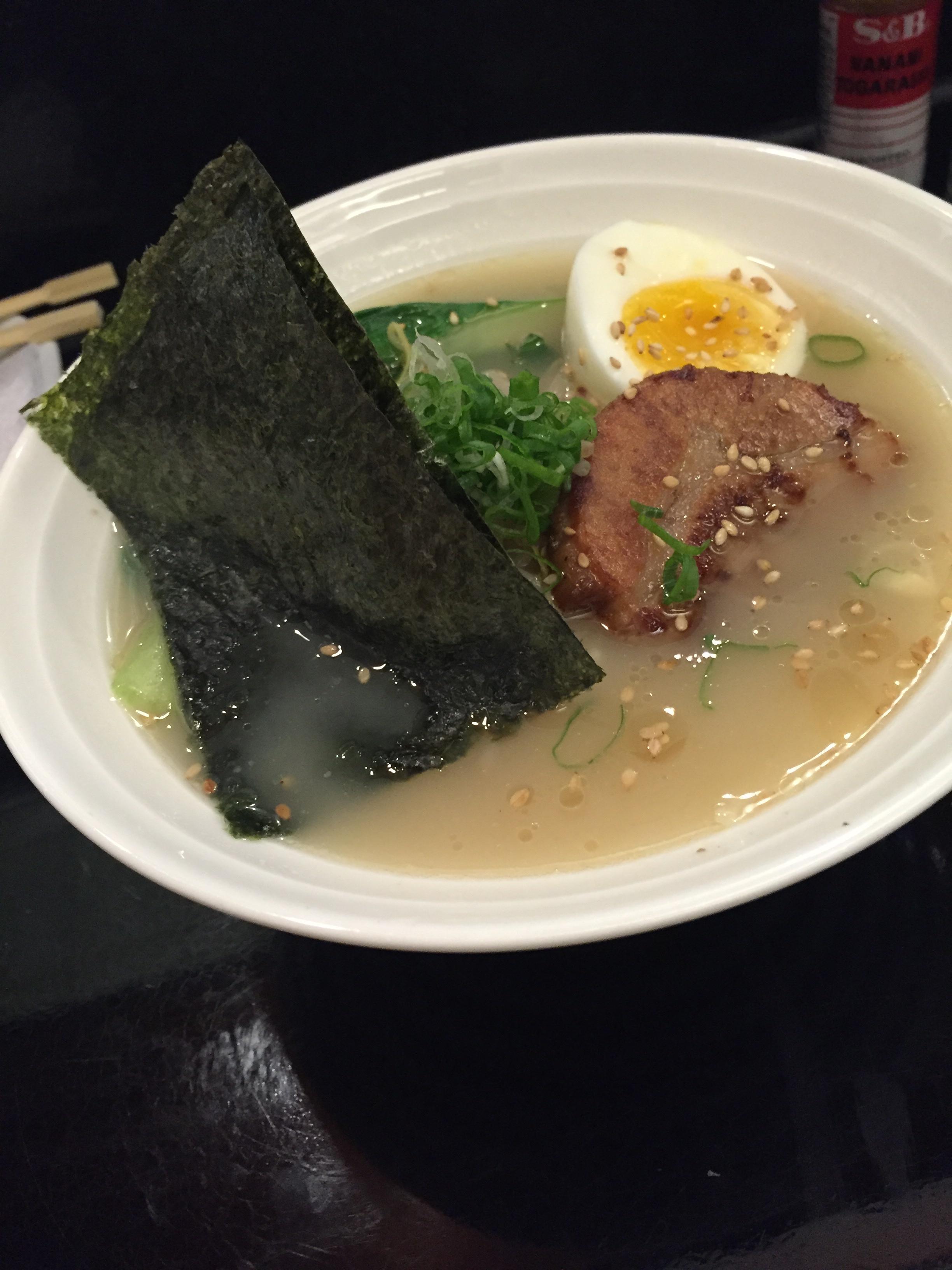 Ramen de cerdo. Zen Sushi Bar