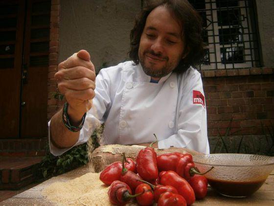 El cocinero Eduardo Martínez, del restaurante Mini-mal, en Bogotá.