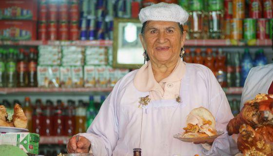 Doña Cristina, en su puesto en Las Cholas.